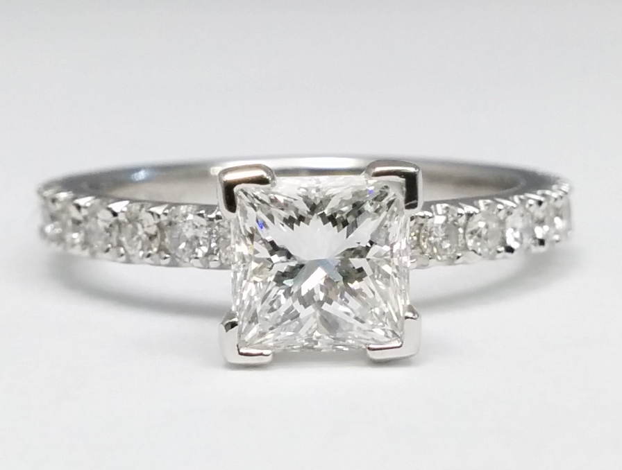 Princess cut Diamond engagement ring in 14k white gold