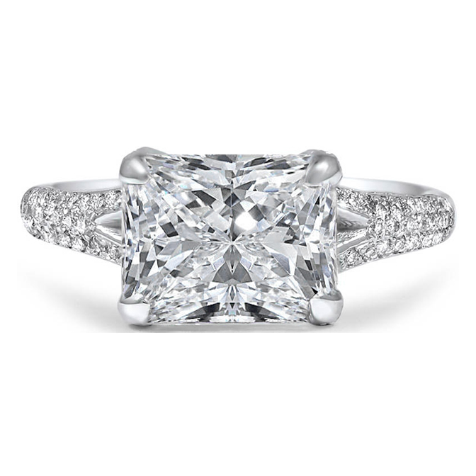Radiant Diamond Etoil Engagement Ring with Split Band