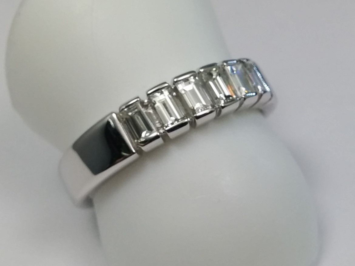 Bar Set Baguette Cut Diamond Wedding Band